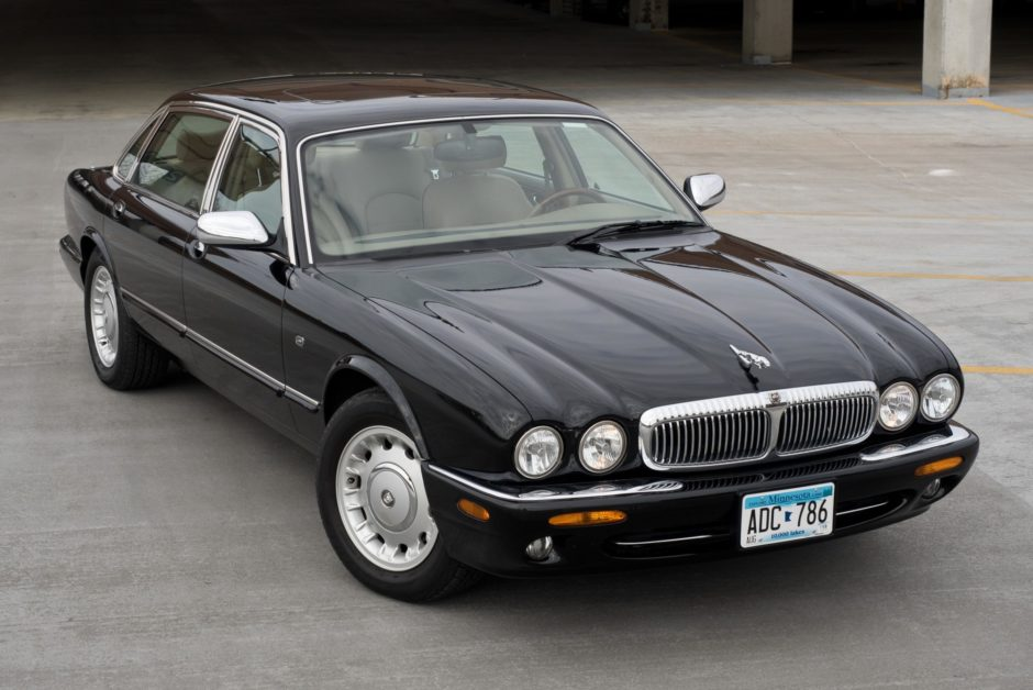 download Jaguar XJ8 workshop manual