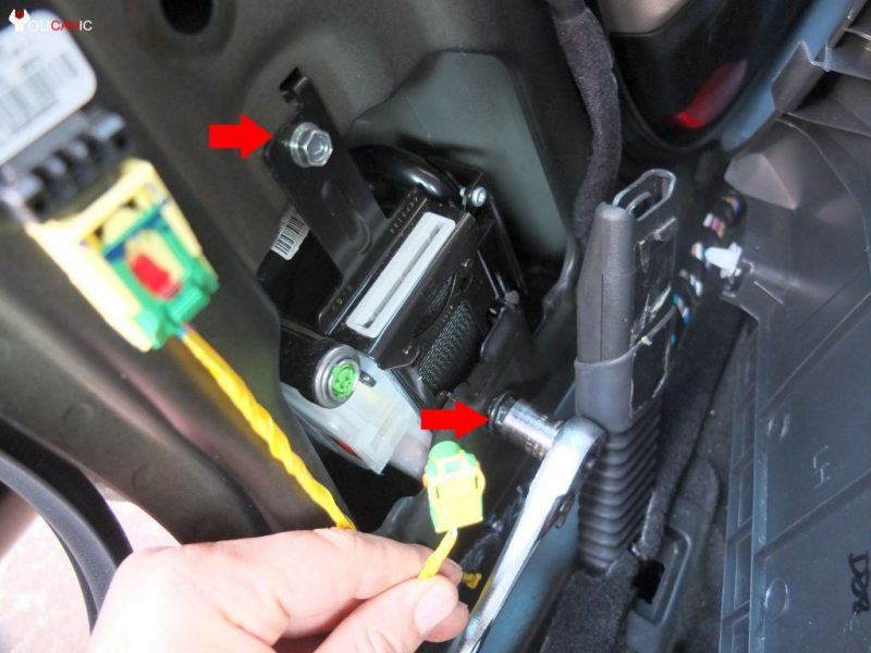 download Seat Belt Retractor Cover Left workshop manual